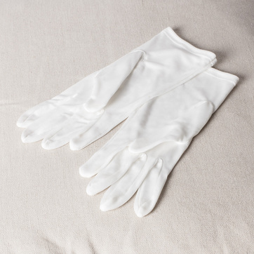 Ultimate Silk Moisturising Gloves